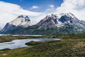 Lago Grey und Torres del Paine Bergmassiv von Shanti Hesse