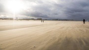 Zandstorm op Katwijkse strand sur