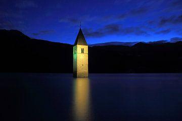Kirchturm im Reschensee Südtirol van