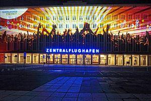 Berlin : la façade de l'ancien aéroport de Tempelhof avec une projection lumineuse spéciale