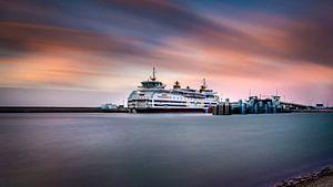 Veerboot van de TESO bij zonsondergang van Texel eXperience