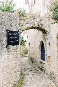 Atelier galerie in Frankrijk   Oude stenen boog in de Provence van Milou van Ham