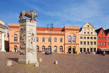 Marktplatz mit Löwendenkmal und Altstädtisches Rathaus und Historisches Giebelhaus Auktionshaus , Sc