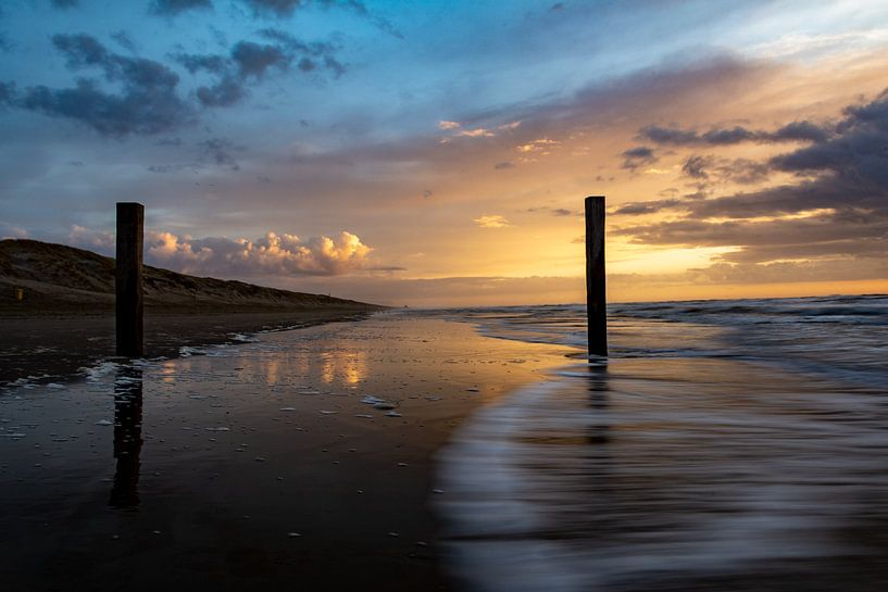 Episch verlaten strand van Ton de Koning
