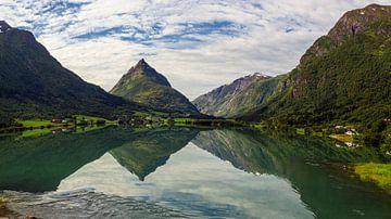 Bergheimsvatnet meer in Noorwegen van Adelheid Smitt