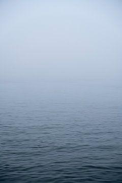 Rivier in de mist van Gijs Wilbers