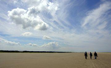 Beach life van Arnold de Gans
