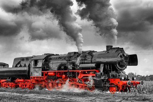 Stoom locomotief in zwart wit en rood