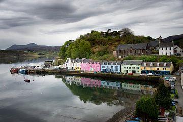 Bunte Häuser in Portree auf Skye von iPics Photography