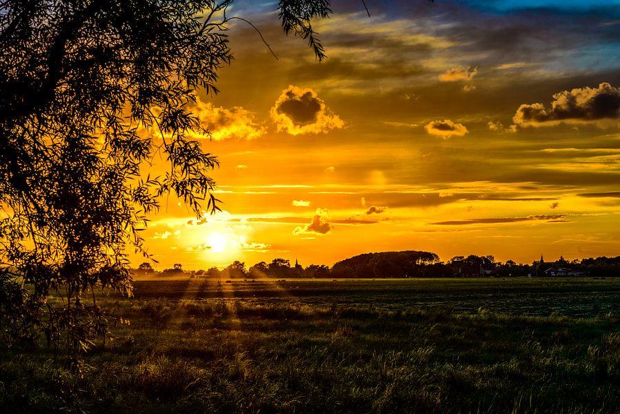 Zonsondergang in Friesland bij Bartlehiem.