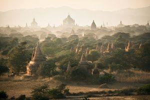 golden hour temples of Bagan van