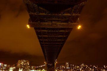Nostalgic Sydney Harbour bridge at night van Tessa Louwerens