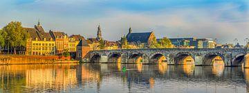 St.Servaos Brögk - Sint Servaasbrug Maastricht in der Morgensonne von Teun Ruijters