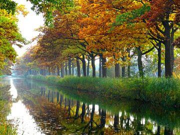 Herfst kleurt het Apeldoorns kanaal von Edwin van Rossen