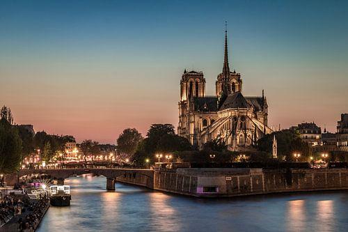 Notre Dame van Parijs bij zonsondergang