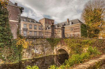 Kasteel Borgharen is een van oorsprong middeleeuws kasteel gelegen aan de rivier de Maas  von John Kreukniet