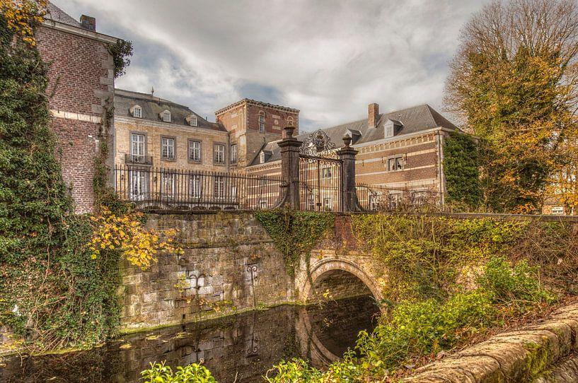 Kasteel Borgharen is een van oorsprong middeleeuws kasteel gelegen aan de rivier de Maas  sur John Kreukniet