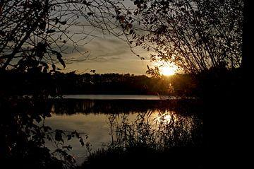 Herfstavond aan het meer van Anja Uhlemeyer-Wrona