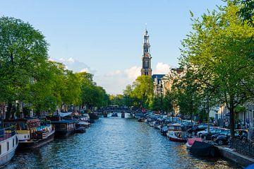 Prinsengracht in Amsterdam met de Westertoren op de achtergrond. van hassan dibani