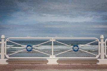 Symmetrie aan de kust von Evelien Buynsters