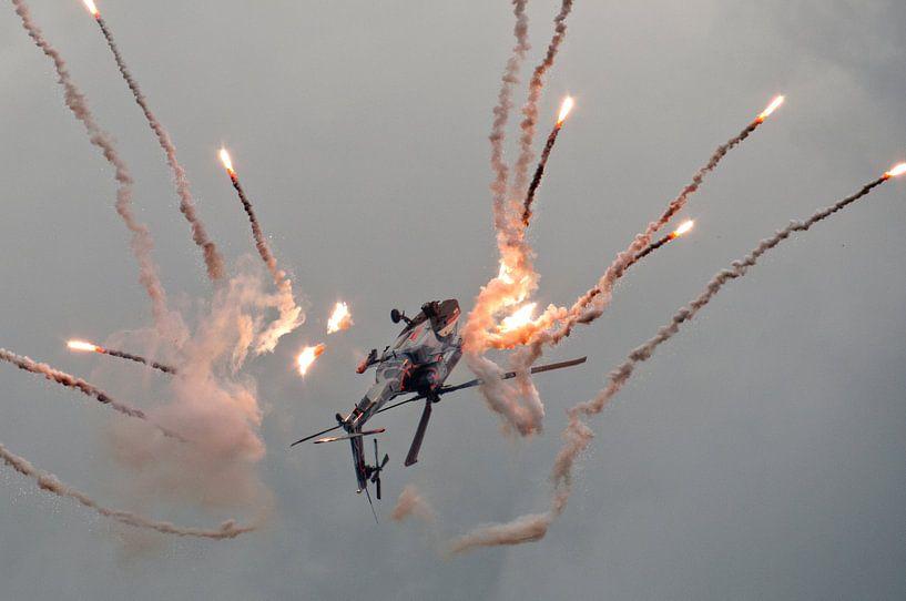 Apache demo met flares sur Tammo Strijker