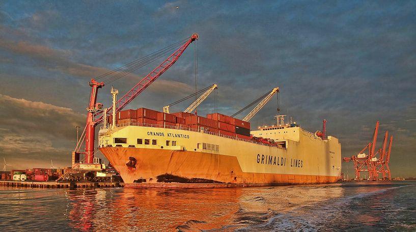 Ro/Ro ship Grande Atlantico Amsterdam Amerika harbour von Ed Vroom