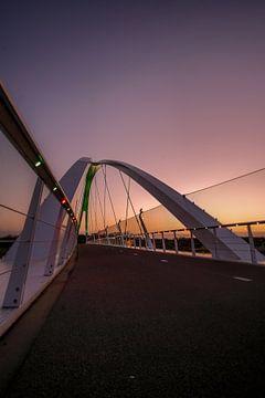 Blue Hour Bridge van Marc Glaudemans
