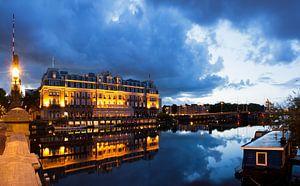 Amstelhotel Amsterdam in het blauwe uur in de ochtend van