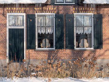 Gevel van een oud huis in Giethoorn van Henri van Rheenen