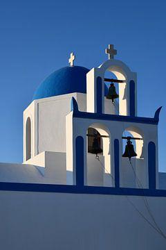 Orthodoxe weisse Kirche mit blauer Kuppel