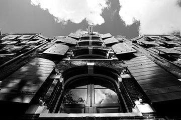 Luiken open aan de Brouwersgracht (Amsterdam). van Mirjam van der Linden