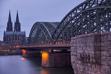 Cathédrale de Cologne et pont Hohenzollern sur 77pixels