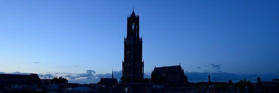 Stadsgezicht met Domtoren en Domkerk in Utrecht van Donker Utrecht
