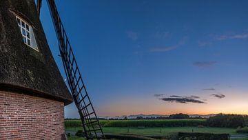 De molen met zonsondergang van