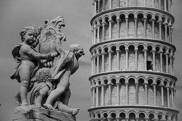 Springbrunnen vor dem Turm von Pisa von Sjors Gijsbers