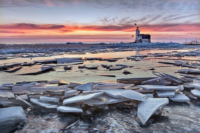 Eisschollen am Leuchtturm von Frans Lemmens