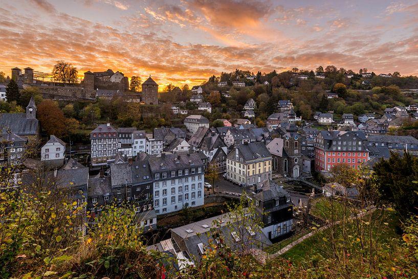 Zonsondergang in Monschau van Bert Beckers