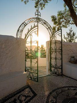 Poort van Klooster in Griekenland van Justin T