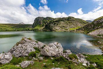Lago Enol in den Picos de Europa von Easycopters