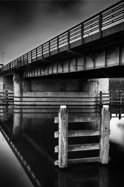 Donkere brug van Mark Bolijn