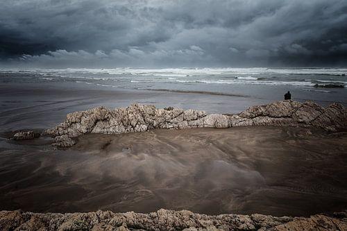Het strand bij Casablanca in Marokko tijdens een storm
