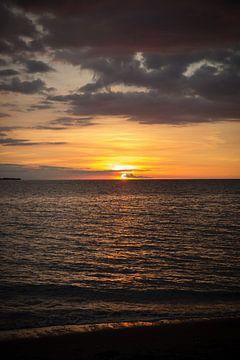 Zonsondergang op Lombok in Indonesië van Esther Mennen