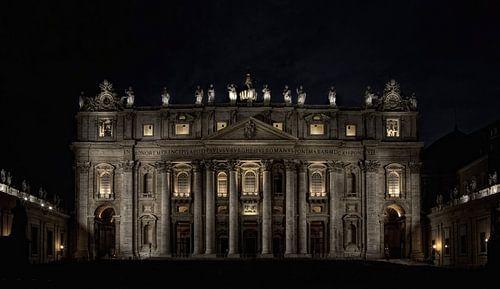 St.Pieter by night  van