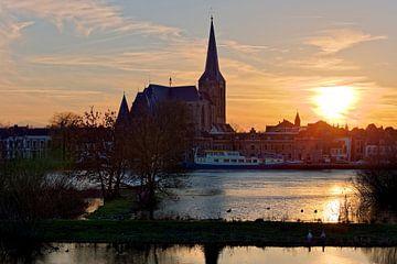 Coucher de soleil sur Bovenkerk à Kampen sur Anton de Zeeuw