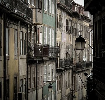 Straatbeeld Porto sur Hennnie Keeris