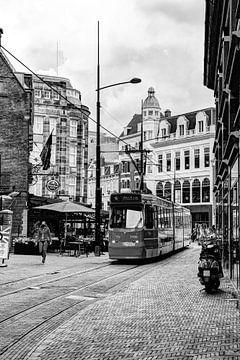 Innere Stadt von Den Haag Niederlande Schwarz und Weiß von Hendrik-Jan Kornelis