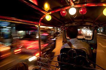 Tuktuk in Bangkok van Luuk van der Lee