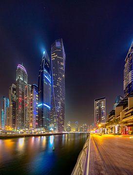 De Dubai Walk 's nachts van