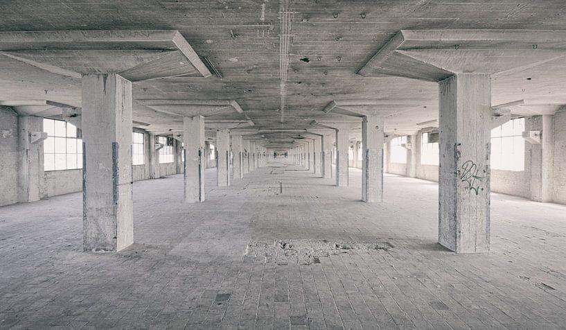 Verlaten plekken: Sphinx fabriek Maastricht Eiffelgebouw hal. van Olaf Kramer