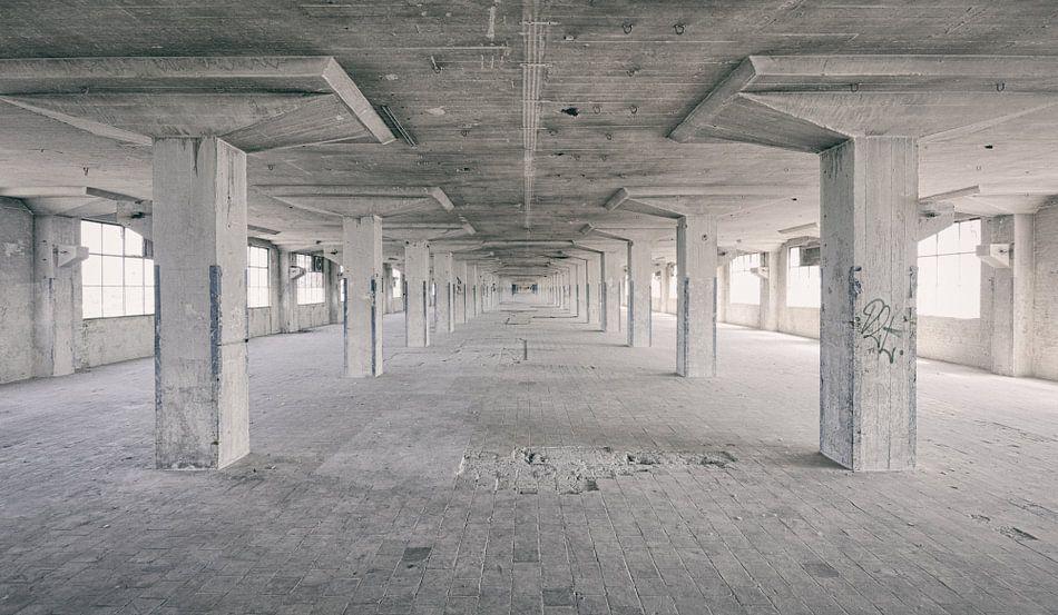Verlaten plekken: Sphinx fabriek Maastricht Eiffelgebouw hal.